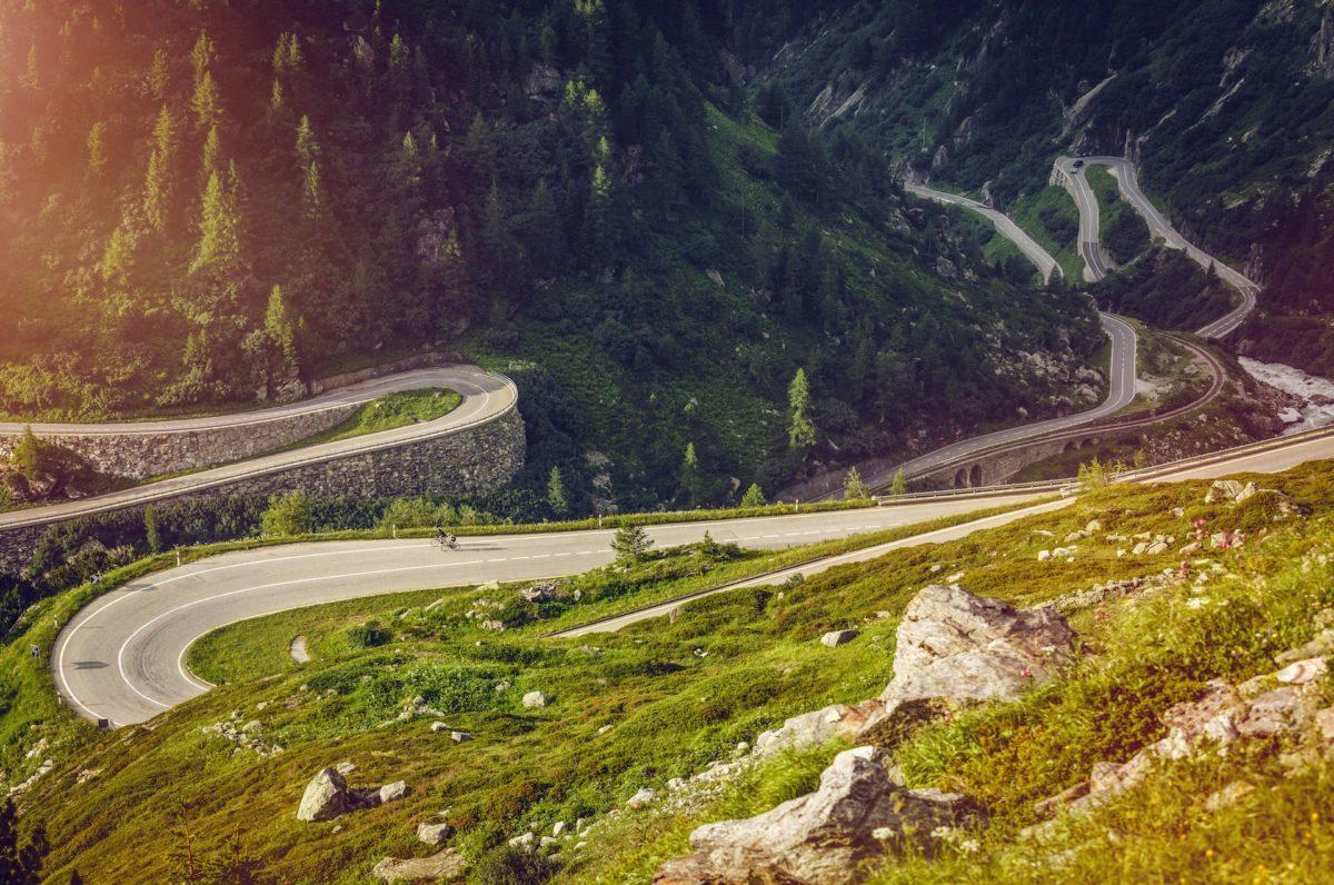 À vélo à travers le Valais, transport des bagages et hébergement inclus