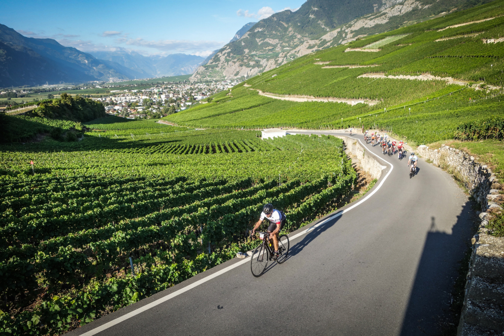 En quittant la plaine entre Vétroz et Conthey... Photo Sportograf / Tour des Stations